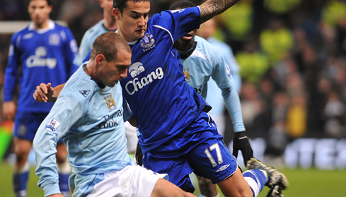 Everton's Tim Cahill and Manchester City's Pablo Zabaleta battle for the bacll