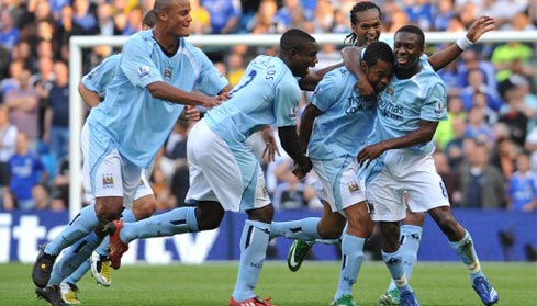 De Souza Robinho celebrates with his team mates after scoring the opening goal of the game on his debut
