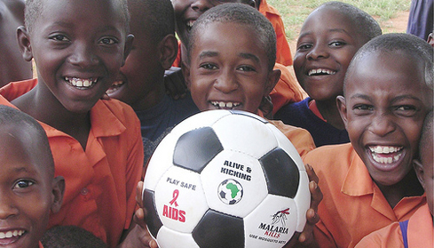 Kenyan school children receiving an A&K ball