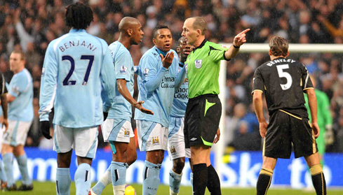 Manchester City's Gelson Fernandes is sent off by referee Mike Dean